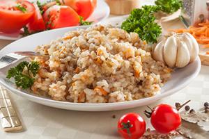 Рецепт рисовой молочной каши, гарнира на воде и блюда с тушенкой
