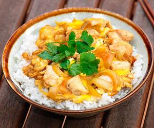 Тонкости приготовления омлетов японской икорейской кухонь— тамаго иоякодон