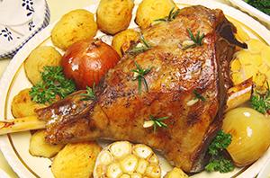 Рецепты приготовления бараньей ноги в духовке с овощами и ароматными травами
