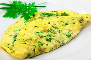Полезный завтрак: 6лучших рецептов омлетов совощами